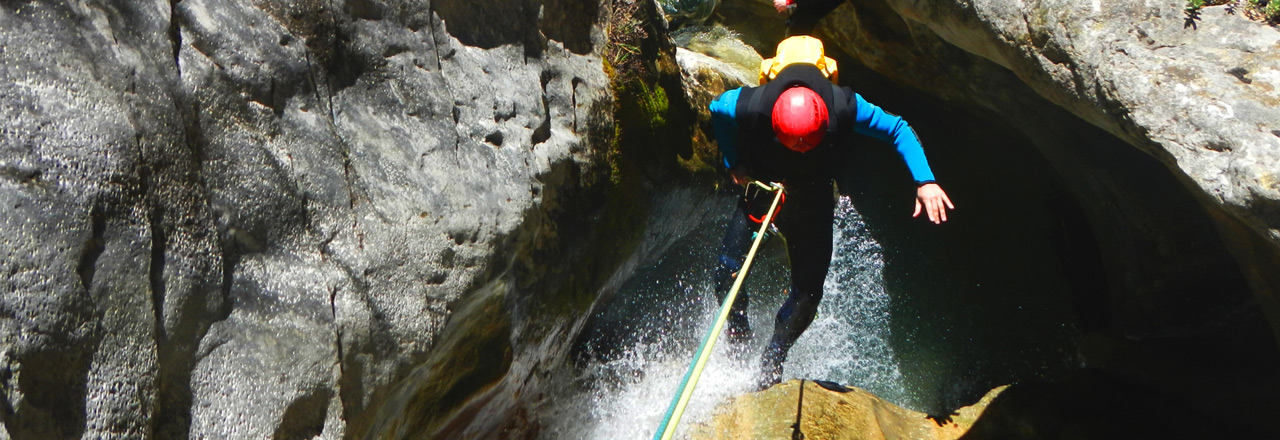 Adventure trip in Spain: abseiling in the canyon of Sierra de Guara