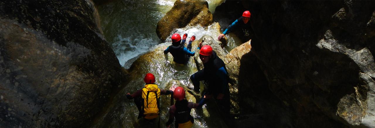 groupe d'enfants dans les canyons de Sierra de Guara- Espagne
