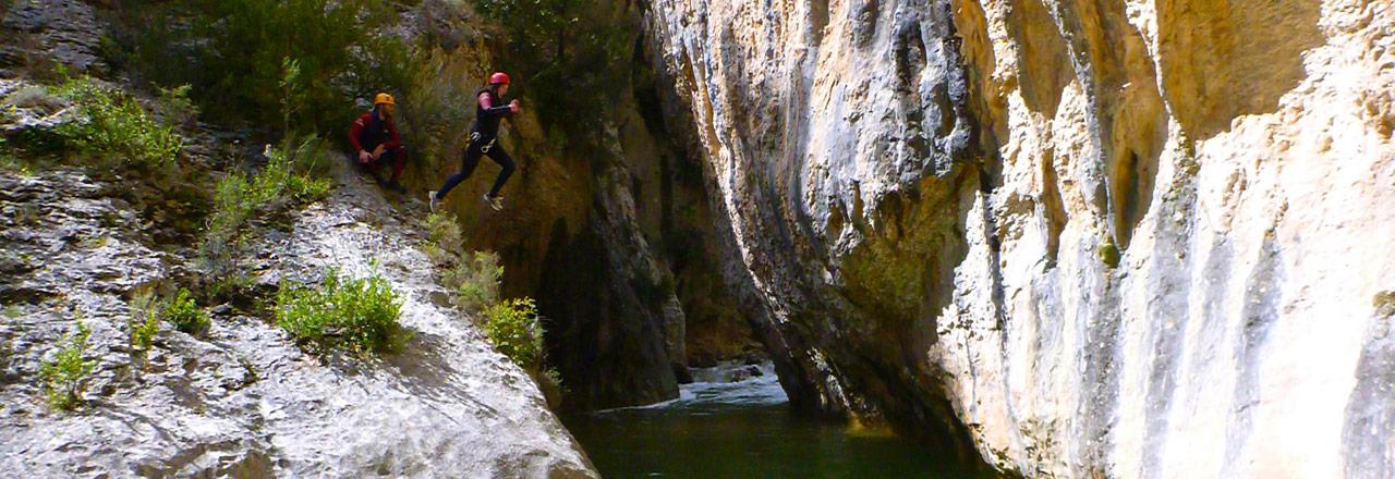 Aventures et sauts dans les canyons de Sierra de Guara en Espagne