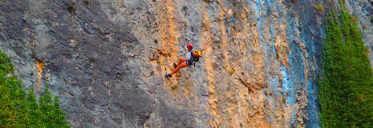 Abseil in a big vertical in Sierra de Guara