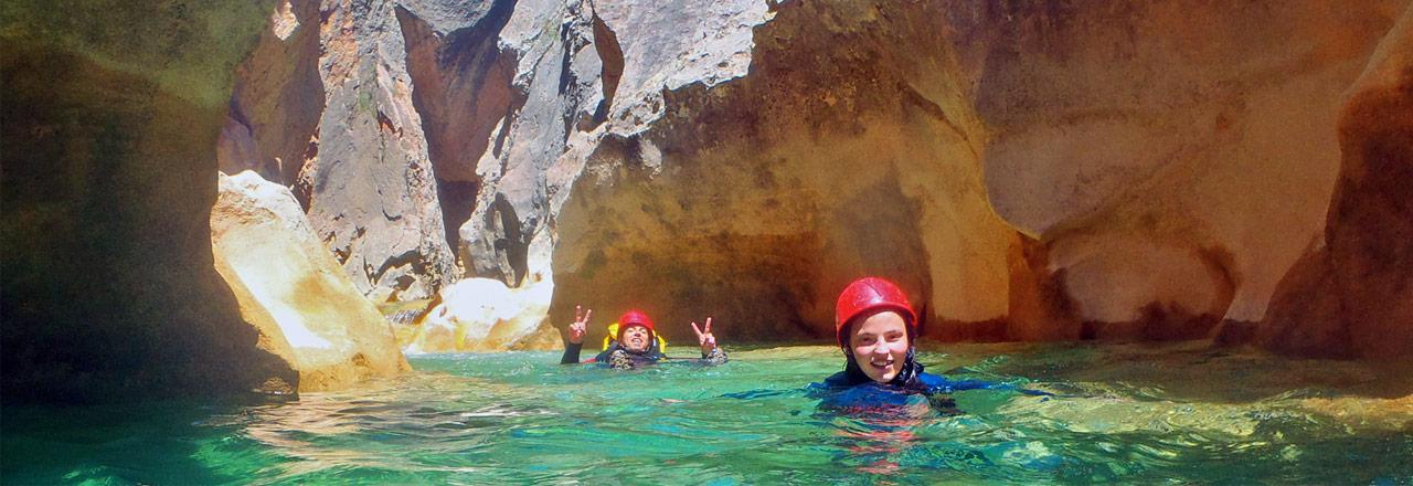 Canyoning en famille En Sierra de Guara dans les eaux turquoise de la péonéra