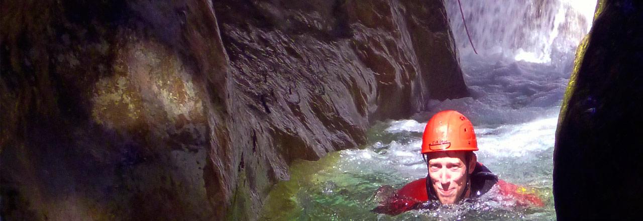 Pagina de contacto y reserva barranquismo Sierra de Guara