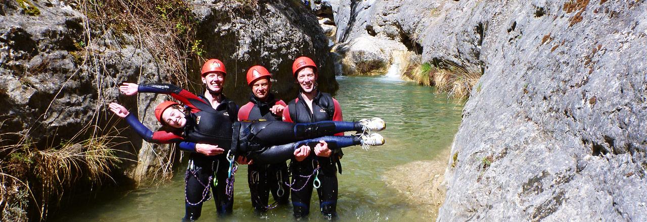 Séminaire aventure et teambuildin canyoning pour entreprise en Sierra de Guara Espagne avec Expediciones