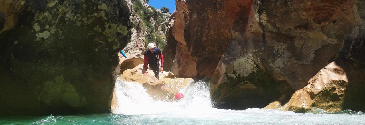 Cascade dans les canyons