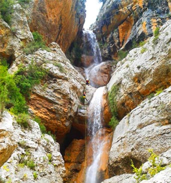 Sportive & technical stays in the superior canyons of Sierra de Guara - Spain