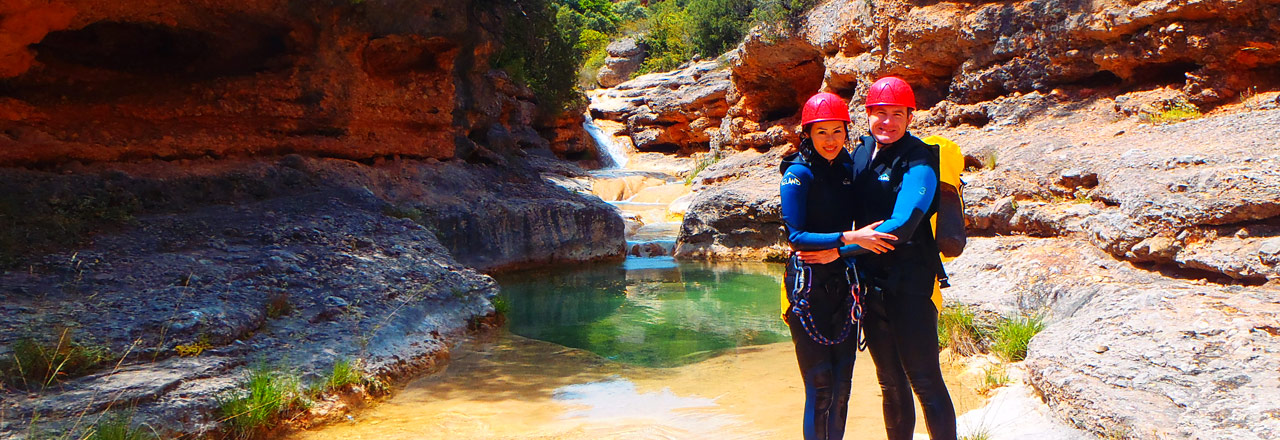 Pack multi adventures with canyoning ferrata and abseiling in Sierra de Guara in Spain